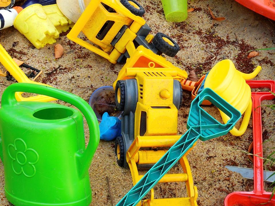 toxic plastic toys