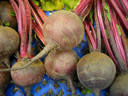 red beets contain nitrate and betalains